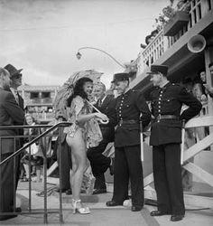 Les 70 ans du bikini. Le 5 juillet 1946, à la piscine Molitor, Louis Réard présentait sa nouvelle création à l'occasion d'un concours de maillots de bain. 70 ans après, la célèbre piscine, devenue complexe hôtelier et sportif, célèbre le bikini à travers une exposition de photographies et de maillots de bains. La majorité des images exposées sont issues du fonds Roger-Viollet.