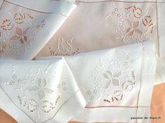 LINGE ANCIEN / Superbe napperon ou autre avec somptueuse broderie et monogramme RS sur toile de fil de lin