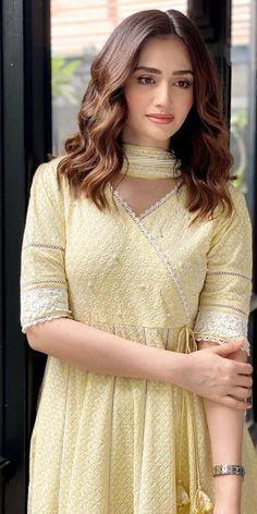 Pakistani Actors Simple Pakistani Dresses, Pakistani Fashion Casual, Pakistani Models, Pakistani Dress Design, Pakistani Wedding Dresses, Pakistani Clothing, Pakistani Actress, Wedding Hijab, Stylish Dresses For Girls