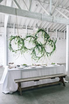 we love the diy hanging floral installations from anne sage's summer brunch party.