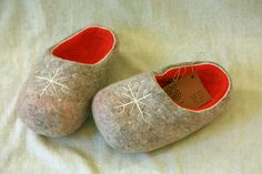 Orange eco felt slippers with white decors.  by DGstyle