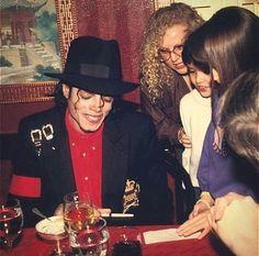 MJ signing autographs
