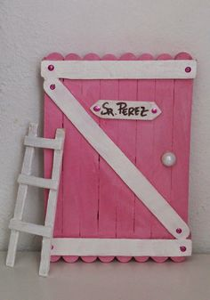 LA LOLA DREAMS: Las Puertas del Ratoncito Pérez de LA LOLA DREAMS Baby Crafts, Craft Stick Crafts, Crafts For Kids, Arts And Crafts, Popsicle Stick Art, Fairy Doors, Fun Activities For Kids, Mothers Day Crafts, Wooden Crafts