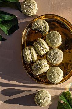 Buko Pandan Macaron with Mango Jelly Recipe - Rezel Kealoha Mango Jelly, Mango Jam, Filipino Desserts, Filipino Recipes, Filipino Food, Buko Pandan Recipe, Jelly Recipes, Dessert Recipes, Pancit
