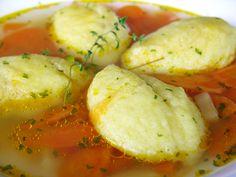 Grízgaluskaleves sok zöldséggel és csirkehússal, isteni finom!