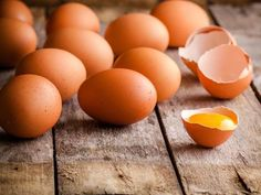 Eggs are a nutrient and protein-rich, filling and relatively low-cost food that can be a great staple for any meal. But too many folks insist they don't have enough time (in the morning) to prepare them. Egg Benefits, Coconut Benefits, Perfect Eggs, High Protein Breakfast, Wellness Mama, Fat Burning Foods, High Cholesterol, Cholesterol Levels, Good Fats