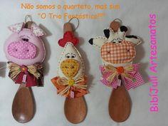 Enfeites de colher para cozinha - porquinho, galinha e vaquinha - visite facebook BibíJulí Artesanatos.