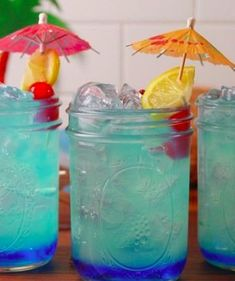 These are the pool party drinks everyone will be talking about this summer! #poolparty #summerdrinks #sweetsummerdrinks #spikedlemonade
