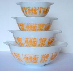 Orange Butterprint Pyrex.... I haven't seen this pattern before.
