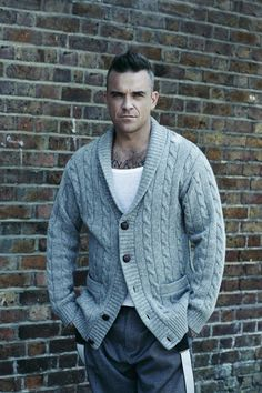 Robbie Williams posing for Vanity Fair Italy and wearing his own clothing. Robbie Williams Take That, Top 10 Actors, Beautiful Men, Beautiful People, Mens Fashion Wear, Men's Fashion, Chunky Cardigan, Good Looking Men, Sexy Men