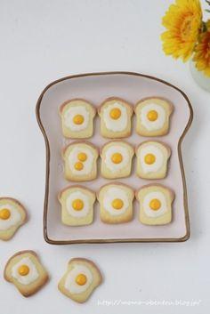 ダイソーのクッキー型で簡単可愛い食パンクッキー|LIMIA (リミア) Cute Snacks, Cute Desserts, Cookie Recipes, Dessert Recipes, Icebox Cookies, Cute Baking, Crunch Cake, Happy Foods, Cafe Food