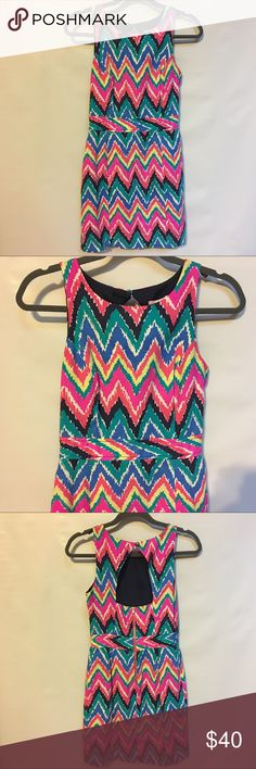 Lilly Pulitzer Chevron Pattern Dress 0 Lined slightly above knee LP dress.  Zip back with keyhole closing.  Size 0 Lilly Pulitzer Dresses Midi