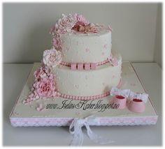 Iselins Kaker: 2 etg dåpskake i hvitt og rosa