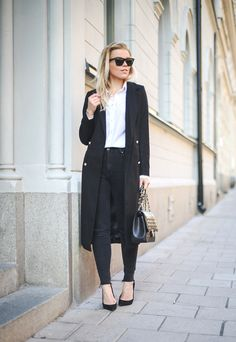 THAT LONG BLACK COAT : P.S. I love fashion by Linda Juhola