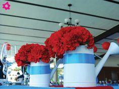 los colores de los centros de mesa para boda vintage, utilizar flores de boda en tonos claros o pastel logrará imprimirle un efecto antiguo a la decoración de la boda. Si quieren una decoración de boda un poco más moderna pueden utilizar colores brillantes como amarillo o rojo.