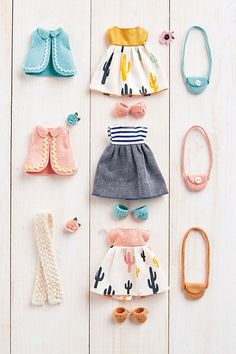 Mini wardrobe - doll's clothes