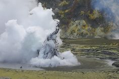 small eruption on White Island, August 20, 2013 // photo by Marcus Dye