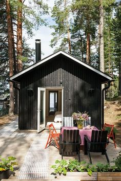 For someone BARN, for others a barrack. Tiny Cabins, Tiny House Cabin, Small Summer House, Cabana, Treehouse Hotel, Tiny House Layout, Weekend House, Backyard Retreat, Garden Cottage