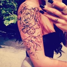 Arm tattoo, shoulder tattoo, rose tattoo, LOVE IT Dope Tattoos, Tattoos Skull, Pretty Tattoos, Beautiful Tattoos, New Tattoos, Awesome Tattoos, Interesting Tattoos, Female Tattoos, Tattoo Girls