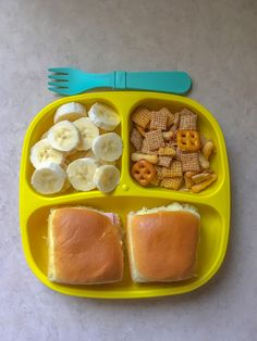 Hawaiian roll sandwiches (chicken, turkey, and cheese), bananas, and chex mix. Toddler Friendly Meals, Healthy Toddler Meals, Toddler Lunches, Healthy Snacks, Toddler Food, Toddler Dinners, Hawaiian Roll Sandwiches, Rolled Sandwiches, Daycare Meals