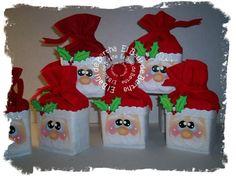 Pequeñas Cajitas Forradas con Fieltro Rojo y Blanco   Decoradas con pick navideño en Foami   Precio $45.00     Para Pedidos y/o Consul...