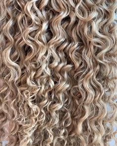 Bebonia - Up close look of our Ringlet, Honey Blonde - Blonde Highlights Curly Hair, Honey Blonde Hair, Blonde Curls, Blonde Curly Hair Natural, Balayage Hair, Curly Hair Tips, Curly Hair Styles, Curly 3a, Permed Hairstyles