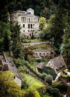 Castle Abandoned in Italy. Heidelberg Castle, Germany, Photo via Rachel Abandoned Mansions, Abandoned Houses, Abandoned Places, Abandoned Castles, Haunted Houses, Haunted Mansion, Oh The Places You'll Go, Places To Travel, Places To Visit