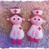FACIENDO MOÑACOS Broches enfermeras