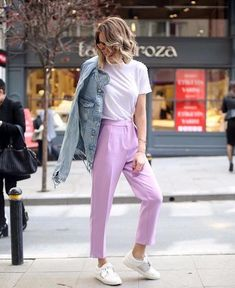 Street style lilac white tshirt outfit ideas - All About Lila Jeans Outfit, Lila Outfits, White Tshirt Outfit, Purple Outfits, Spring Outfits, Casual Outfits, Cute Outfits, Pants Outfit, Look Fashion