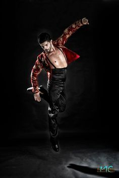 David Romero, flamenco. … Flamenco Dancers, Belly Dancers, Shall We Dance, Lets Dance, Fred Astaire, Tango, Spanish Dance, Ballet Boys, Samba
