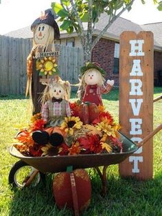 41 Welcome Fall! Decorating the Yard Fence - - Sharon Bolser 41 Welcome Fall! Decorating the Yard Fence - Welcome Fall! Decorating The Yard Fence 18 Fall Yard Decor, Fall Home Decor, Outdoor Fall Decorations, Fall Wagon Decor, Fall Festival Decorations, Outdoor Decor, Thanksgiving Decorations, Halloween Decorations, Harvest Decorations