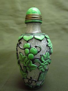 Chinese Peking Glass Carved Gourd Vine Pattern Snuff Bottle