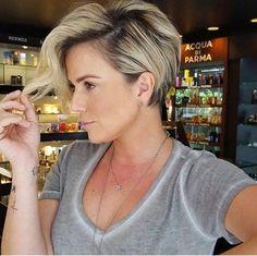 Een kort model laten knippen in je blonde haar? Met deze 12 korte kapsels voor blondines kun je alvast inspiratie opdoen..