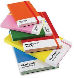 De eenvoud van een simpele kleur. I love it!{pantone notebooks}