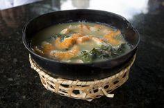 Delícia da Amazônia: o tacacá é uma sopa feita com tucupi (molho de mandioca brava) e goma. Para completar a receita, saborosos camarões