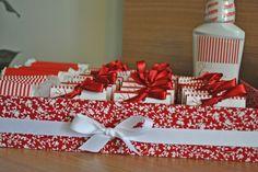 Kit-toilet-vermelho-e-branco-21-600x401