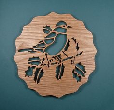 Dessous de plat chêne rouge oiseau coupé sur la par DukesScrollSaw                                                                                                                                                                                 Plus