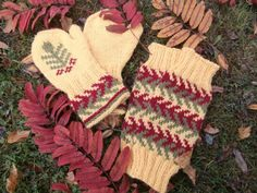Ulla 03/13 - Ohjeet - Syyspihlaja Knitting Socks, Knit Socks, Fingerless Gloves, Arm Warmers, Christmas Stockings, Knitting Patterns, Holiday Decor, Hair, Fingerless Mittens