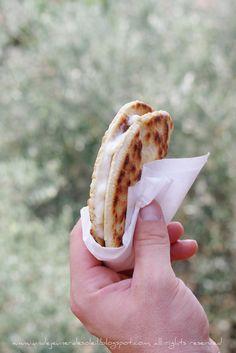 Piadina allo stracchino (le sandwich typique de l'Emilie-Romagne)