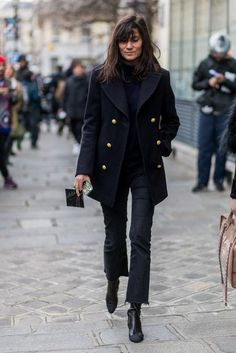 Love how Paris Vogue editor Emmanuelle Alt styles this season's biggest denim trend (the cropped flare) - click for more street style inspiration.
