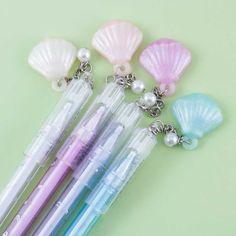 Shimmery Seashell Pen Kawaii Pens, Kawaii Gifts, Stationery Pens, Kawaii Stationery, School Pens, School Stuff, Kids Art Galleries, Japanese Pen, Pen Toppers