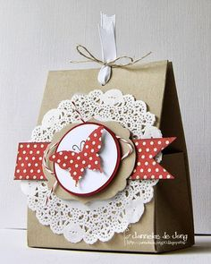 Geschenkverpackungen: Janneke, Stampin' Up! Demonstrator : One Sheet Box + Doily Pretty Packaging, Gift Packaging, Butterfly Cards, Paper Gifts, Paper Bags, Craft Fairs, Homemade Cards, Stampin Up Cards, Craft Gifts
