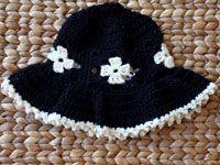 Free Crochet Little girl flopsy hat Pattern.