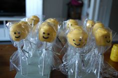 Carter's Lego Party: Lego Minifigurine marshmallow heads for the goody bags 9th Birthday Parties, Boy Birthday, Birthday Ideas, Lego Cake Pops, Lego People, Goodie Bags, Cute Food, Party Planning, Goodies