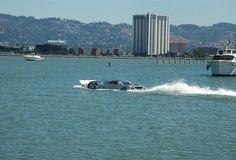 Drive the Sea Lion - A car that gets up to 180 mph on land and 45 mph in water