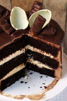 Triple chocolate cake with kinder chocolate … – Pastry World Sweet Desserts, Sweet Recipes, Delicious Desserts, Yummy Food, Cake Recept, First Communion Cakes, Chocolate Drip Cake, Polish Recipes, Drip Cakes