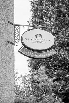 Das Hotel und Weingut ist mit seinem romantischen Ambiente eine tolle Location für Hochzeitsfotografie. Das Hotel, Inspiration, Wedding Photography, Wine, Rustic, Amazing, Biblical Inspiration, Motivation