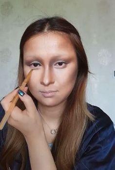 Chinese Makeup Artist Transforms Herself Into Mona Lisa. Smudge Proof Mascara, Clear Mascara, Natural Mascara, Best Volumizing Mascara, Best Lengthening Mascara, Purple Mascara, Best Waterproof Mascara, Chinese Makeup, Mona Lisa Parody