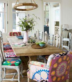 Beautiful Bohemian Dining Rooms Ideas We Love 02 Bohemian Kitchen Decor, Bohemian Chic Decor, Quirky Home Decor, Bohemian Homes, Bohemian Beach, Rooms Ideas, Cocina Shabby Chic, Dining Room Colors, Dining Rooms