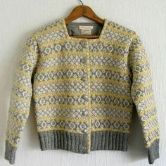 Husfliden 89 Norwegian Knitting, Fair Isle Knitting, Color Patterns, Knitting Patterns, Men Sweater, North Sea, Pullover, Siri, Yellow